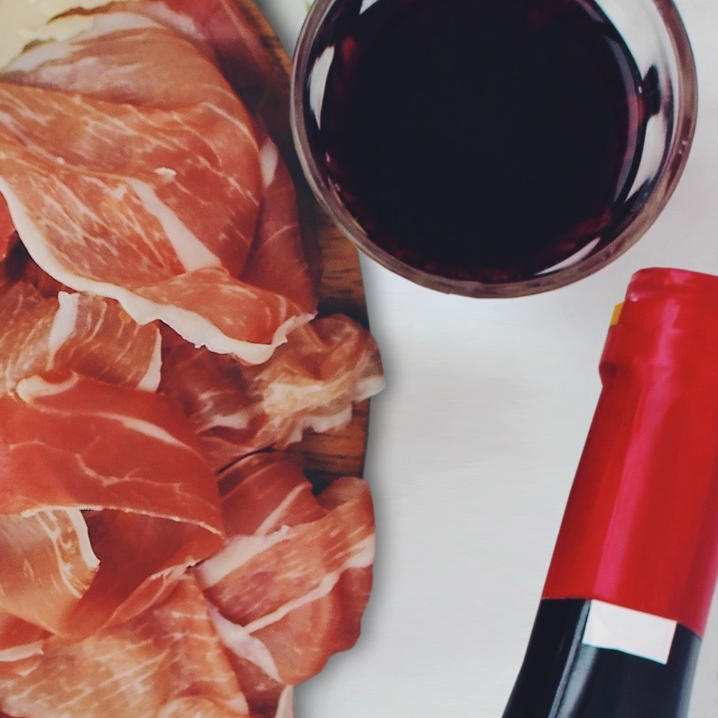 Regala Curso de Cata de Vinos con Degustación de Ibéricos