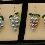Pendiente uva movil perlas